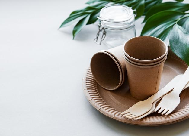 Zero conceito de desperdício, talheres de papel