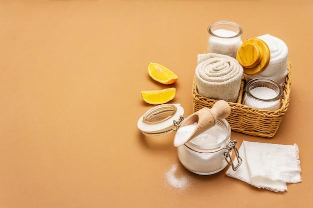 Zero desperdício de limpeza doméstica. conjunto de produtos amigáveis de eco, conceito de estilo de vida. ingredientes naturais