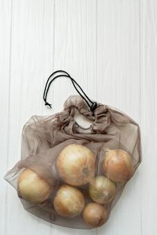Zero desperdício e livre de plástico. fazer compras com saco de têxteis.
