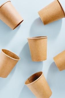 Zero resíduos conceito com copos de papel