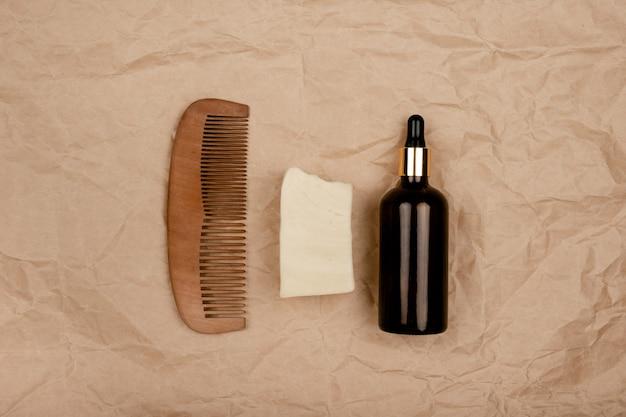 Zero resíduos de cuidados de saúde. frascos reutilizáveis, escova de dentes de bambu e esponjas. copyspace da vista horizontal superior.
