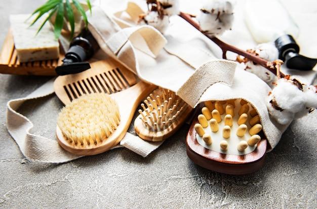Zero resíduos de produtos cosméticos naturais na mesa de concreto. postura plana.