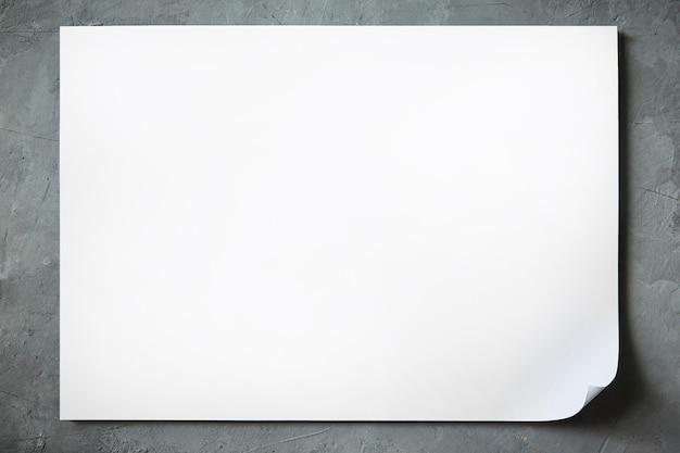 Zombe de uma folha de papel a4 branco com um canto dobrado