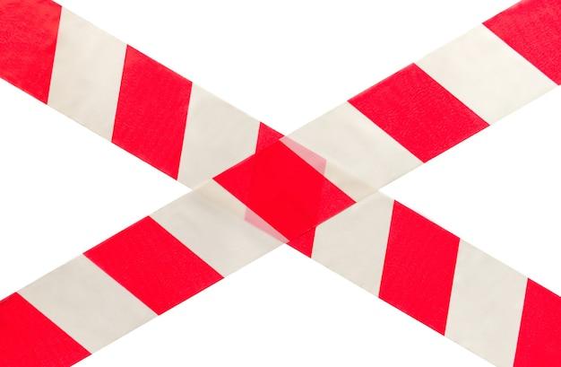 Zona de perigo, fita de advertência branca vermelha cruzada isolada no branco