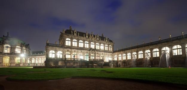 Zwinger palace em dresden, na noite