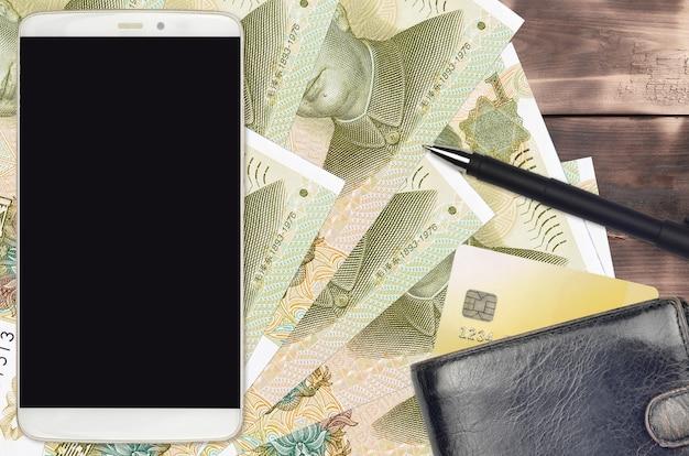 1 chinesische yuan-rechnungen und smartphone mit geldbörse und kreditkarte