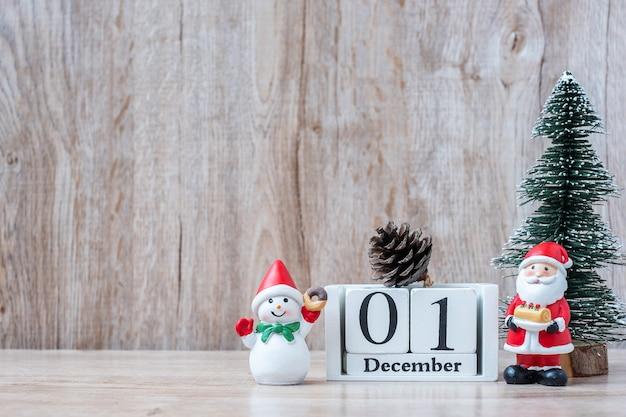 1. dezember kalender mit weihnachtsdekoration, schneemann, weihnachtsmann