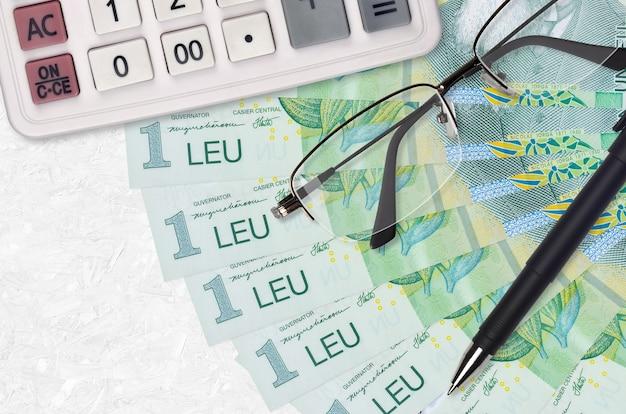 1 rumänischer leu rechnungen fan und taschenrechner mit brille und stift