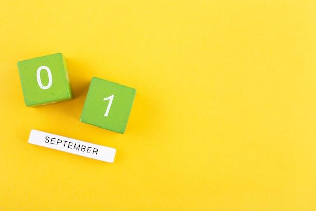 1. september auf einem holzkalender