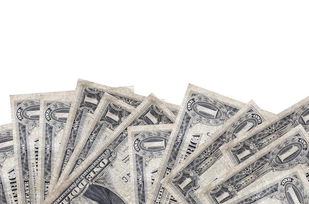 1 us-dollar-scheine liegen auf der unterseite des bildschirms isoliert auf weißem hintergrund mit kopierraum