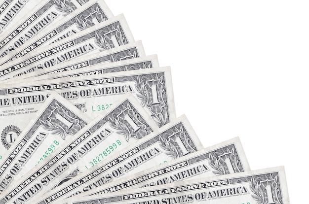 1 us-dollar-scheine liegen isoliert auf weißem hintergrund mit im fächer-nahaufnahme gestapeltem kopienraum