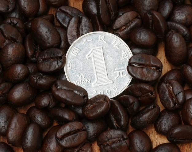 1 yuan münze auf kaffeebohne