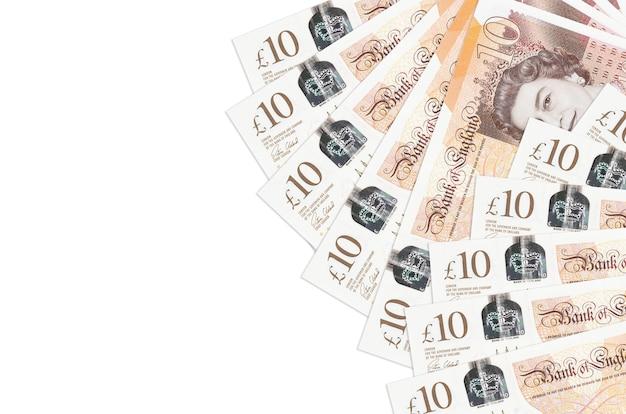10 britische pfund rechnungen liegen isoliert auf weißem hintergrund mit kopierraum