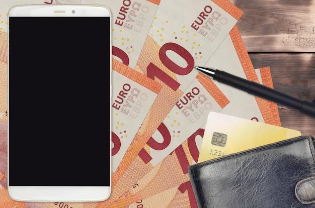 10 euro rechnungen und smartphone mit geldbörse und kreditkarte