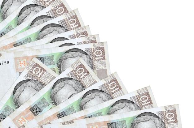 10 kroatische kuna-scheine liegen isoliert auf einer weißen wand mit einem im fächer gestapelten kopierraum in nahaufnahme. zahltagzeitkonzept oder finanzoperationen