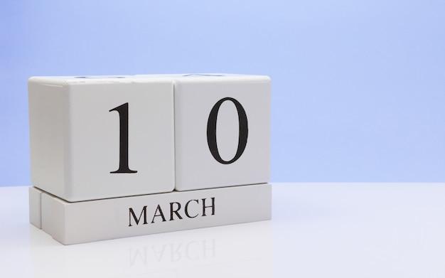 10. märz tag 10 des monats, täglicher kalender auf weißer tabelle.