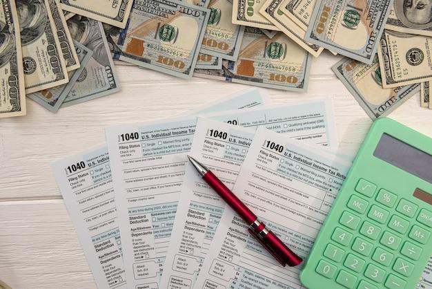 1040 einzelformular, bei uns geld. steuerzeitkonzept. buchhalter