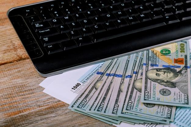 1040 us-einkommensteuererklärung und banknote, finanzkonzept