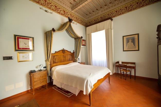 12. oktober 2018. innenraum in der villa graziani in der nähe der stadt vada in der toskanischen region