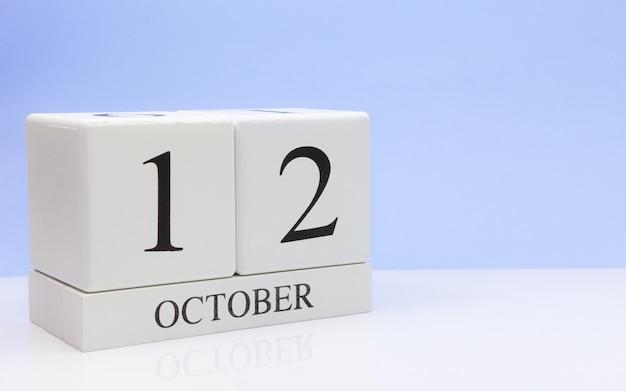 12. oktober tag 12 des monats, täglicher kalender auf weißer tabelle