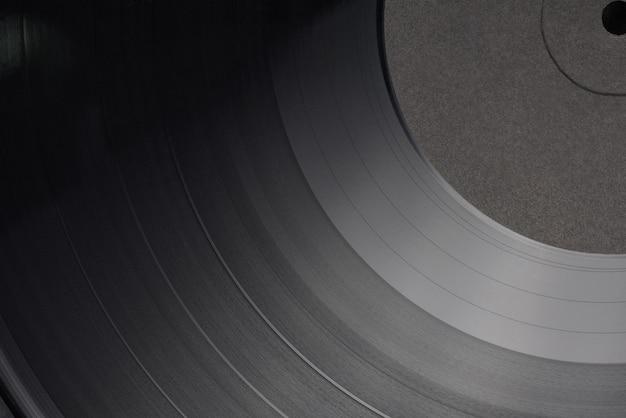 12-zoll-lp-vinyl-schallplatte mit leerem schwarzem etikett. nahaufnahme, ansicht von oben