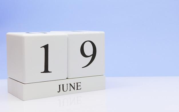 19. juni tag 19 des monats, täglicher kalender auf weißer tabelle