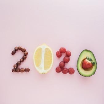 2020 gemacht vom gesunden lebensmittel auf pastellhintergrund