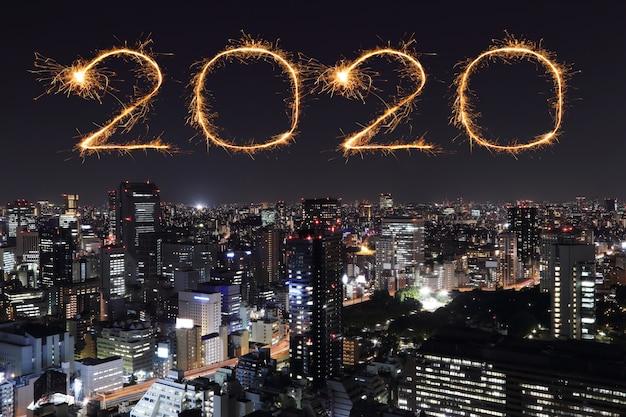 2020 guten rutsch ins neue jahr-feuerwerke über tokyo-stadtbild nachts, japan
