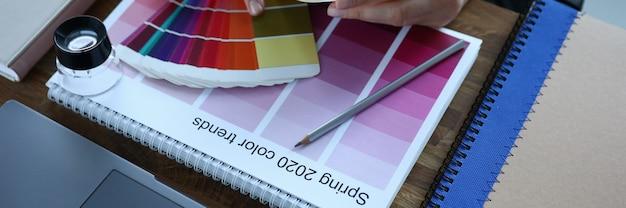 2020 kalender und farbkarte