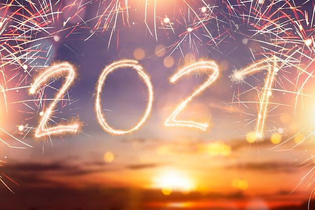 2021 geschrieben funkelt mit einem hellen. frohes neues jahr 2021