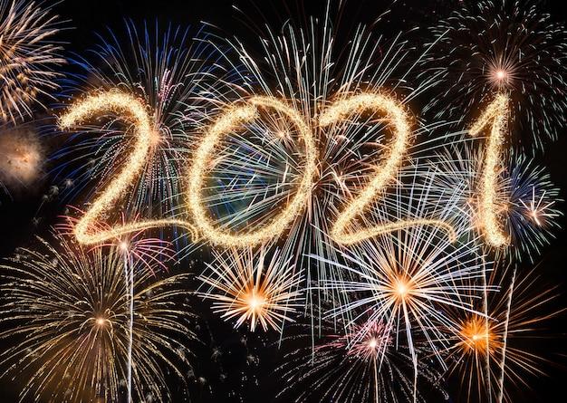2021 neujahrsfeuerwerk, schöne feiertage und neujahrskonzept