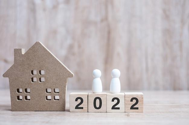 2022 frohes neues jahr mit hausmodell