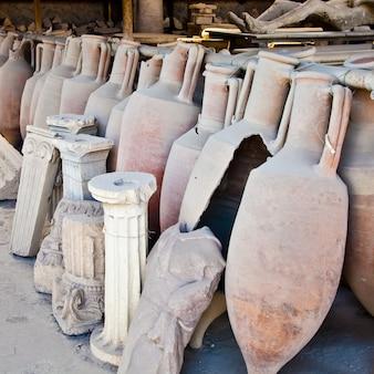 2200 jahre alte amphoren für wein, pompeji, italien