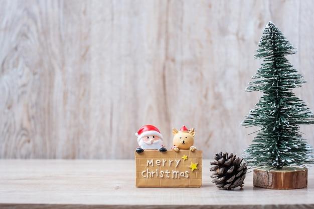 25. dezember kalender mit weihnachtsdekoration, schneemann, weihnachtsmann
