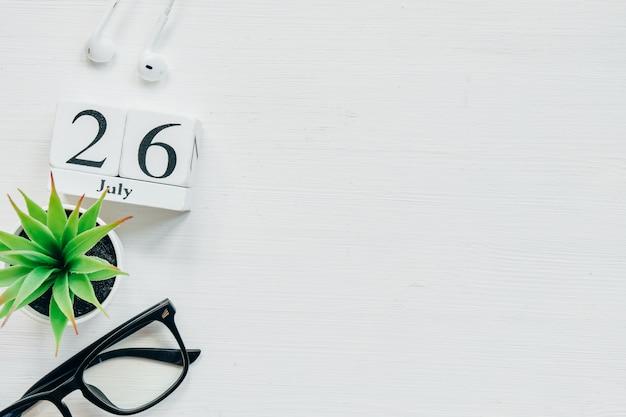 26. juli - kalenderkonzept des 26. tagesmonats auf holzklötzen. speicherplatz kopieren.