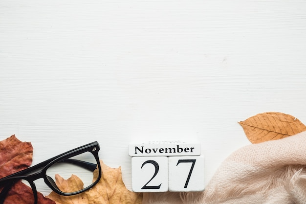 27. tag des herbstmonatskalenders november mit kopierplatz.