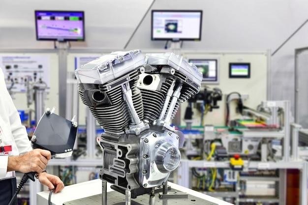 3d-handlaserscanner zur messung der motorgenauigkeit in der industriefabrik