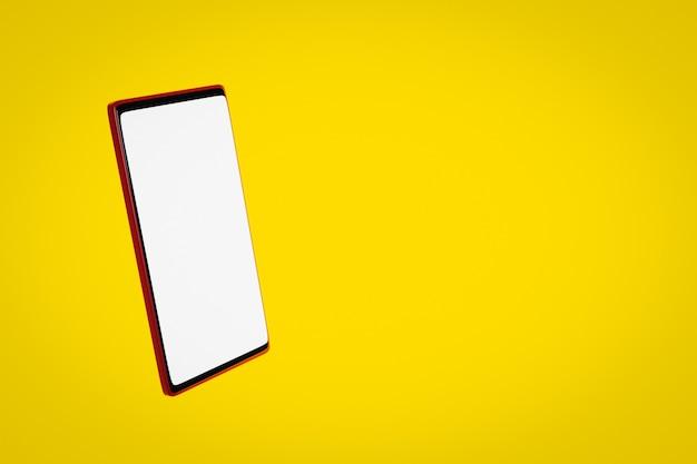 3d-illustrationsmodell eines modernen smartphones in einem weißen bildschirm auf einem gelben isolierten hintergrund.
