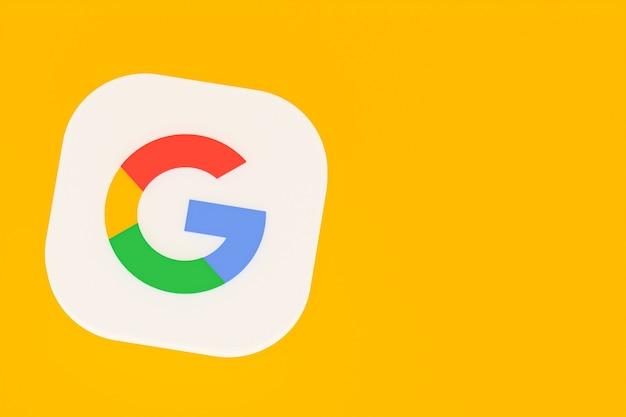 3d-rendering des google-anwendungslogos auf gelbem hintergrund