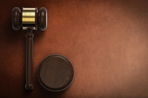 3d-rendering hammerrichter auf braunem hintergrund