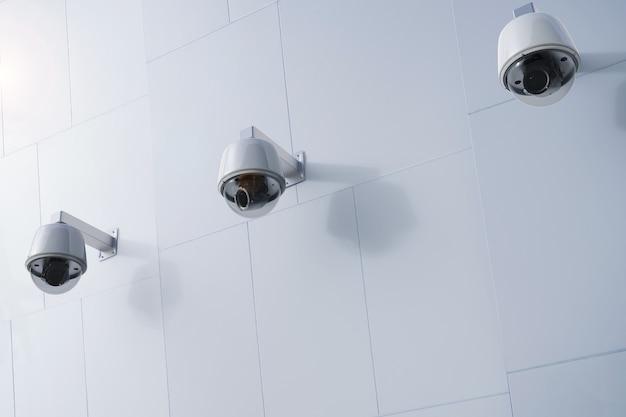 3d-rendering-überwachungskamera oder cctv-kamera an der wand