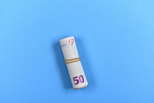 50-euro-banknote auf blau