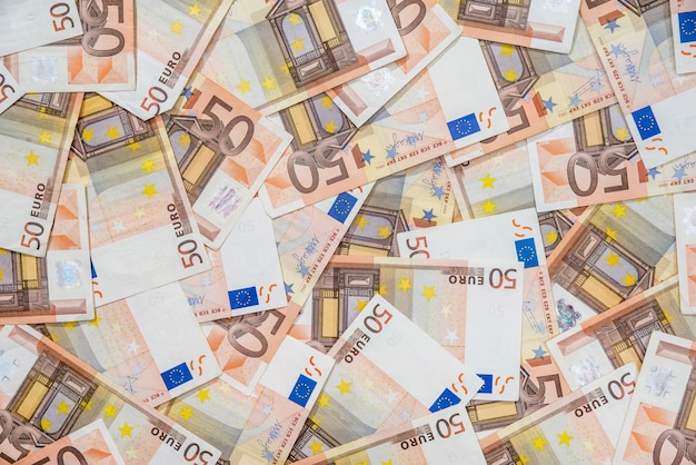 50 neue und alte euro-scheine als hintergrund