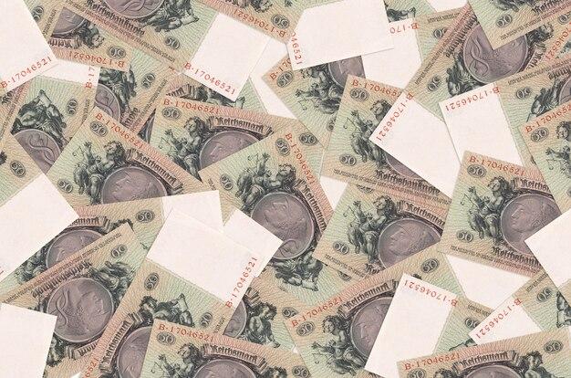 50 reichsmarkenscheine liegen in großem stapel