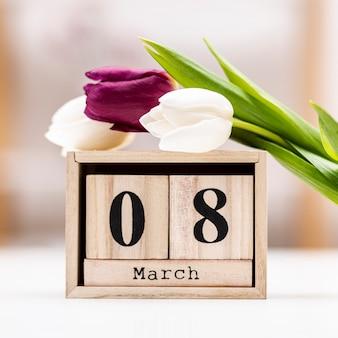 8. märz schriftzug mit tulpen
