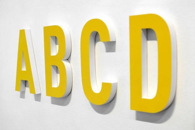 Abcd gelbe buchstaben
