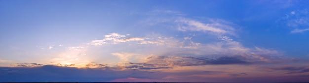Abend- oder morgenlandschaft, sonnenaufgang oder sonnenuntergang