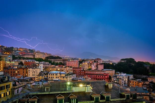 Abendansicht von genua genua stadt im gewitter mit beleuchtung genua italien
