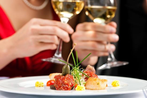 Abendessen oder mittagessen im restaurant