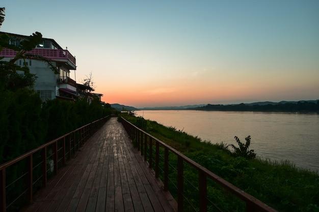 Abendspaziergang entlang des mekong.